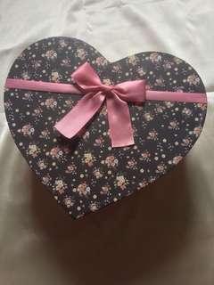 Box Gift / Kotak Hadiah