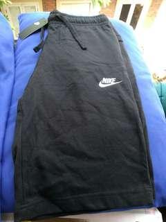 Celana Pendek Nike