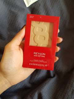 Revlon Age Defying Powder Medium