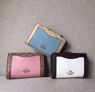AUTHENTIC COACH WOMENS WALLET  SIGNATURE