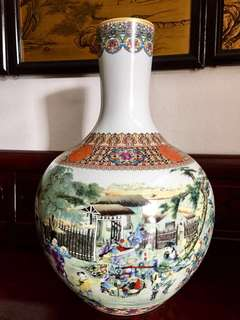 Statement piece! Outstanding piece of porcelain vase