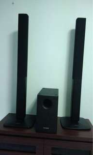 Samsung speaker and sub woofer