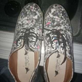 sepatu santai merk