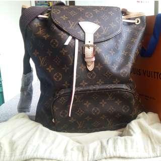 Luis Vuitton Premium Monogram M51135