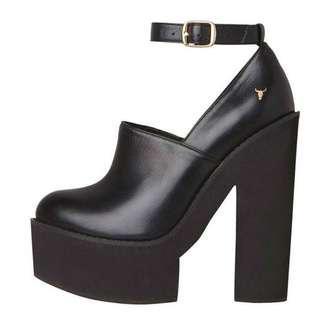 🚚 Windsor Smith Punt in Black size 5
