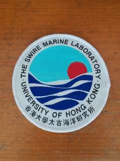 全新香港大學太古诲洋研究所布章