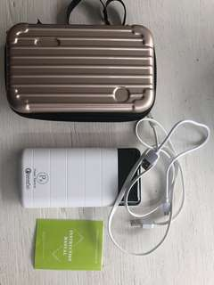 *Like New* Power bank with case and all cables