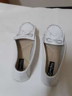 🚚 台灣製白休閒鞋