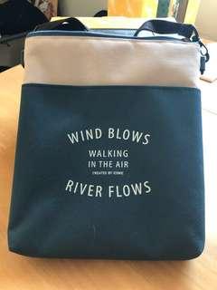 旅行用斜揹小包包