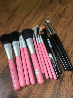🚚 Makeup brushes (various)