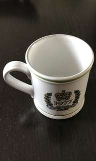 THE QUEEN'S SILVER JUBILEE COFFEE MUG