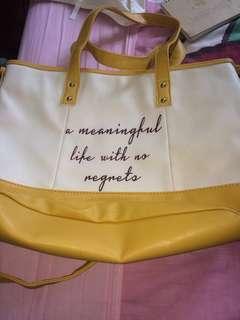 🚚 可斜背或手拿的包