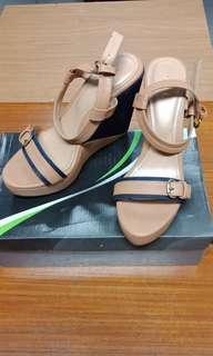 Preloved Wedges Shoes