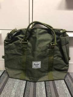 Herschel Gym Bag 1 stock green, 3 stocks gray