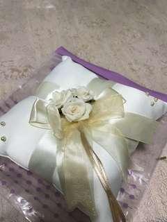 🚚 Wedding Ring Pillow