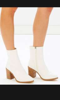 Spurr Peppy Ankle white boots