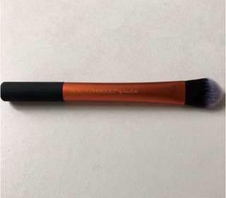 Real technic essential foundation brush