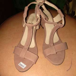 Wedges bludru nude