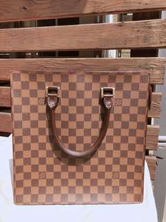 🚚 LV經典棋盤格 方形設計 中型琴譜包
