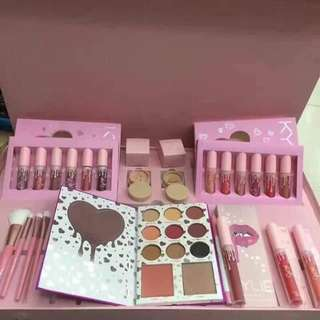 A PINK COMPLETE SET OF MAKE UP OF KYLIE JENNER