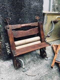 🚚 古董擰乾器