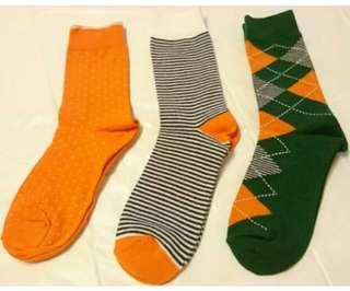 🚚 UNIQLO日系風中筒襪3雙 23-25cm