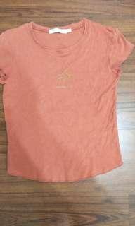 橘色T-shirt