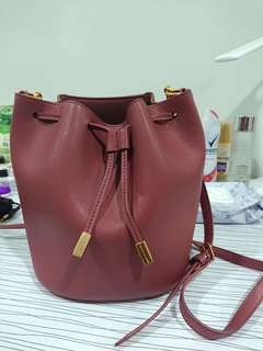 🚚 Charles and Keith sling bag