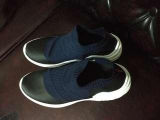 Sepatu bahan canvas karet elastis merk rohde