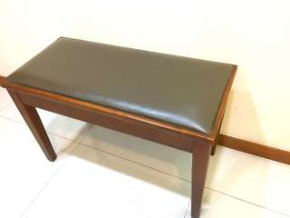 Petrof piano stool with storage (brown)