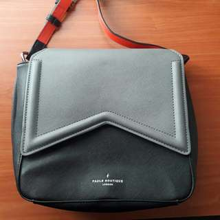 BLACK LEATHER SLING BAG PAUL'S BOTIQUE
