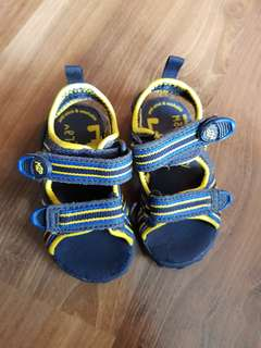Stride Rite Made2Play Sandals (Size 5)