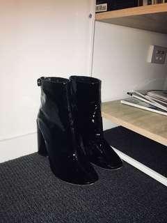 Public desire boot