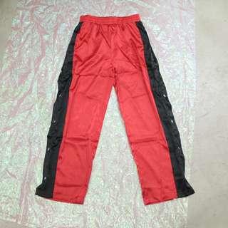 兩側開衩釦子造型中性寬褲