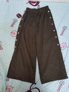 Wide style buttons pants