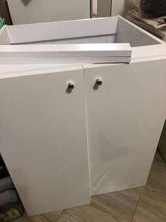 全新對開白色雙門櫃(高70*寬60*深56/公分)
