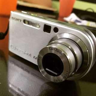 Retro Sony Cybershot DSC-P200