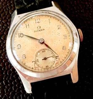 30年代 瑞士亞米加軍用型機械上鍊腕錶 Rare Omega Military Mechanical Manual Wind wristwatch: 100% Original Dial and Case 30-31mm 直徑,罕有原裝亞米加古舊操兵字錶面及錶殼細三針運行,運作中working condition 。