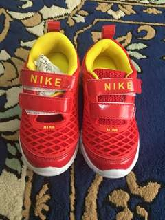 Kids Shoes - Nike (red)