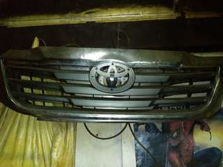 TOYOTA FRONT GRILL 2SET