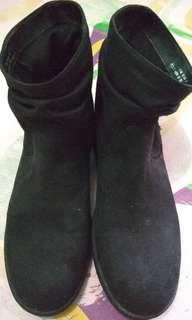 """Sepatu boot wanita """"Graceland"""" Bahan suede warna hitam"""