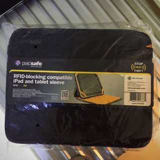 Pacsafe RFID-blocking compatible iPad and tablet sleeve