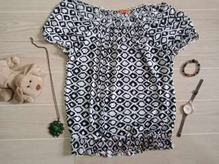 Black and white printed off shoulder blouse preloved❤