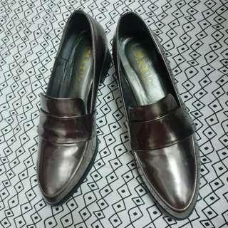 🚚 amai 復古學院風尖頭漆皮-樂福鞋 (鐵灰) 25cm/40號 《9成新》