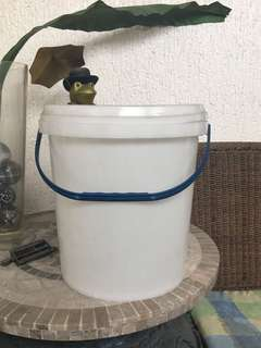 S & R Detergent Pail with Cover