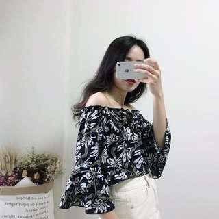 🚚 夏季女裝新款氣質一字領露肩喇叭袖上衣顯瘦碎花雪紡衫【E1020】