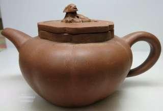 🚚 [老茗器]紫砂壺~紫砂 早期獅球壺 7孔 中國宜興款 690CC