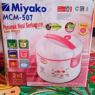 Miyako MCM-507 Penanak Nasi Serbaguna - Rice Cooker 1,8L