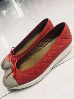 Sepatu Pollini