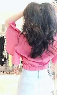 🚚 桃粉色扭結短版上衣